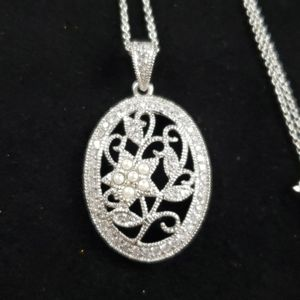 925 sterling silver pendant with faux diamonds